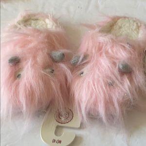 So house googlyeyed slippers